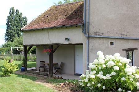 """Logement au calme """"Le Poule House"""""""
