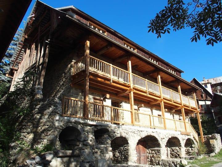 Maison d'altitude à Vallouise / Parc des Ecrins.