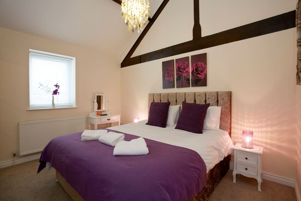 Master Bedroom with Super Kingsize Bed and en suite, TV/DVD