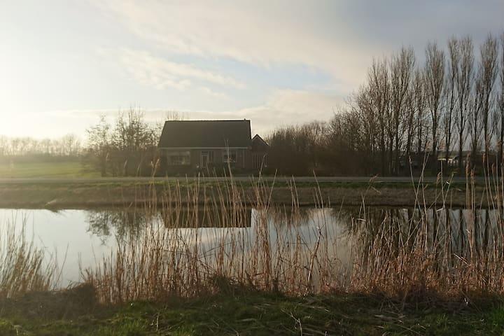 Vrijstaand huis naast boerderij en nabij zee - Burgerbrug - Ev