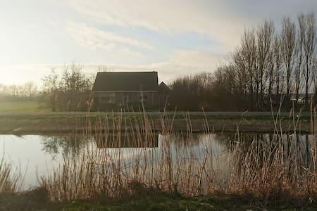 Vrijstaand huis naast boerderij en nabij zee - Burgerbrug - Hus