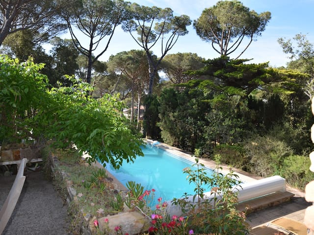 VILLA BELL LLOC, WIT PRIVATE POOL, PARKING, WIFI