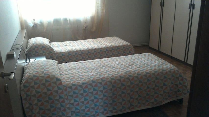 Camera doppia 2 letti singoli, in centro a Maniago