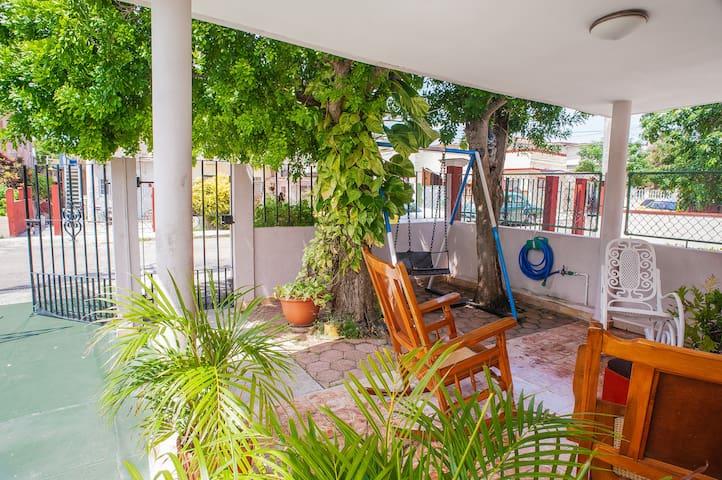 Honey and Wifi Room 40m from the Varadero Beach-1