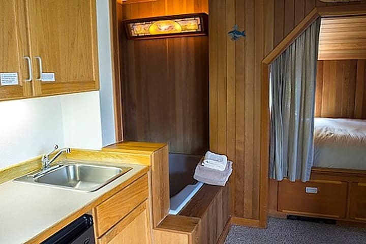 Whalewatcher's wetbar and bed