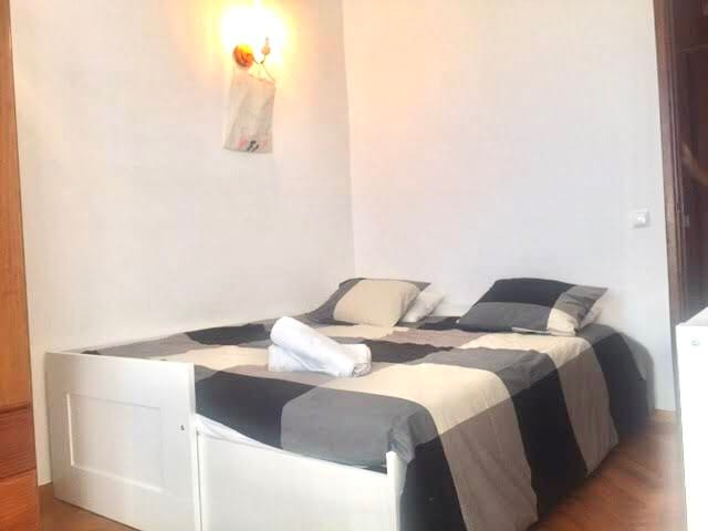 Room and Friendly home Cascais