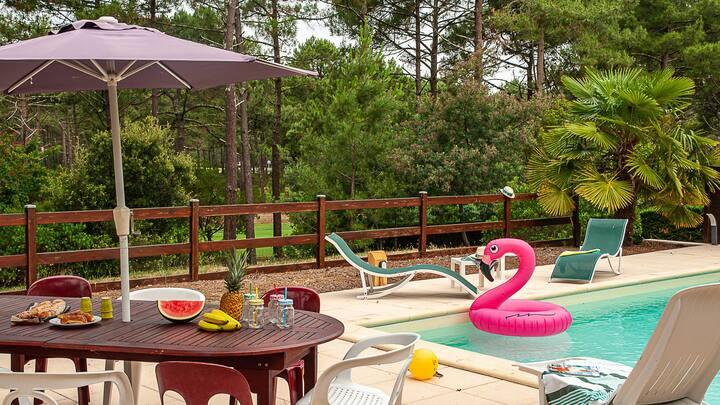 Villa de standing avec piscine surplombant le golf  - 2351