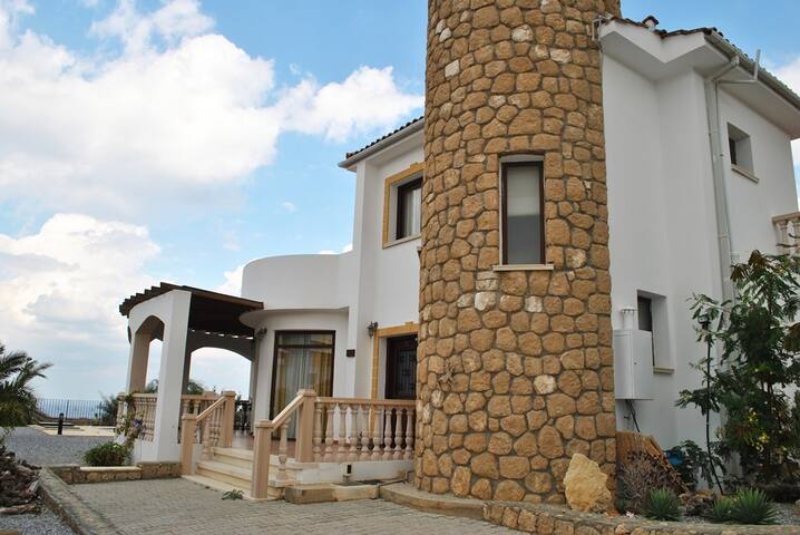 Villa Paradisia sleeps 6 people with 3 bedrooms and 2 bathrooms - Esentepe - 別荘