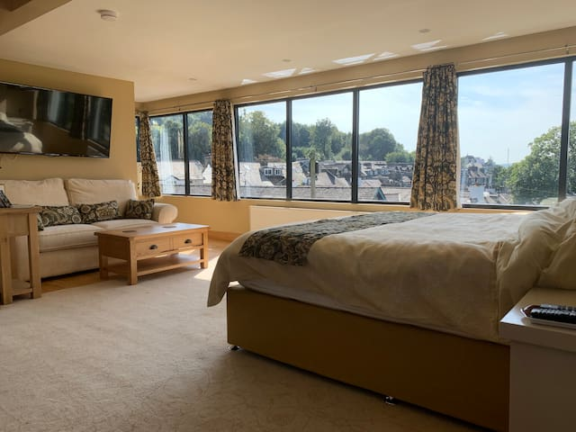 Super king size bed with 7 windows providing a panoramic views over the lake.   Lie in bed and enjoy the 55inch TV with Netflix, Prime Video and main stream channels.  Other windows provides views over Fairfield Horseshoe and the Langdale Pikes.