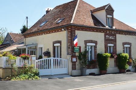 maison d'hôtes de villiers - Villiers-Saint-Georges - Haus
