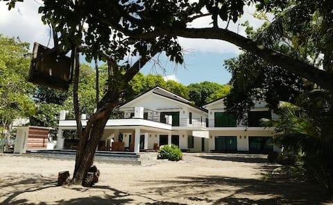 Casa Baltazar B - luxury beachfront getaway