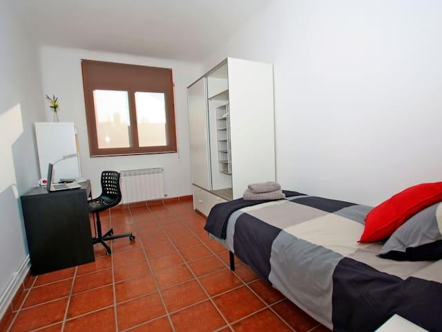 Residencia de estudiantes - Habitación + ½ pensión - Cerdanyola del Vallès - Annat
