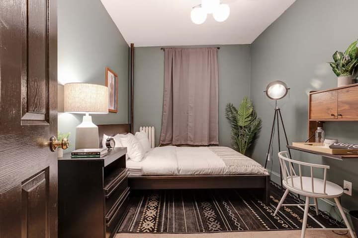 Fully-Furnished Room in Prime Fenway Location