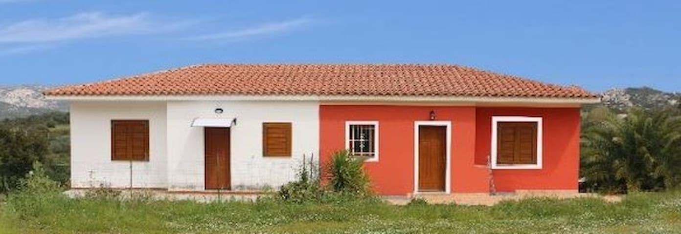 San Pantaleo - villetta per vacanze - San Pantaleo - Holiday home