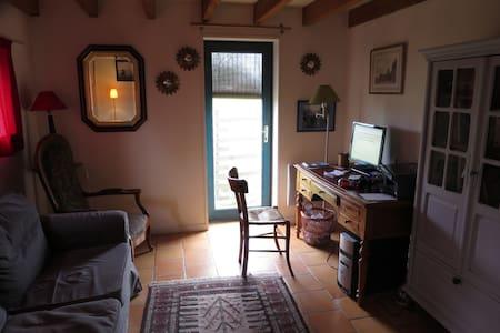 très grande maison à la campagne - Saint-Laurent-des-Hommes - Hus