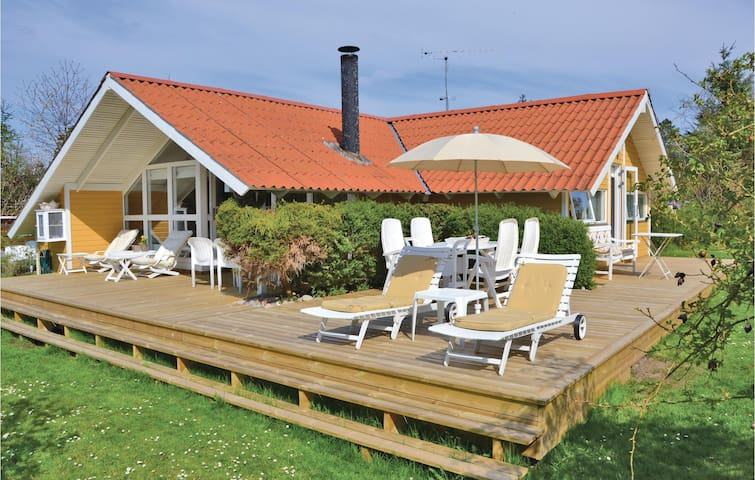 Holiday cottage with 2 bedrooms on 78m² in Tisvildeleje