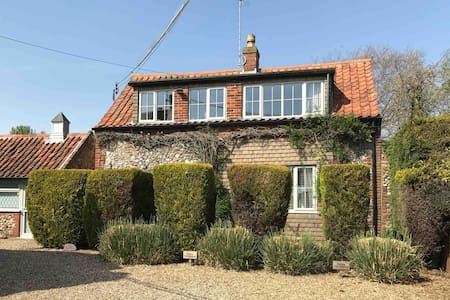 Cosy 3 bed cottage with heated pool and log burner