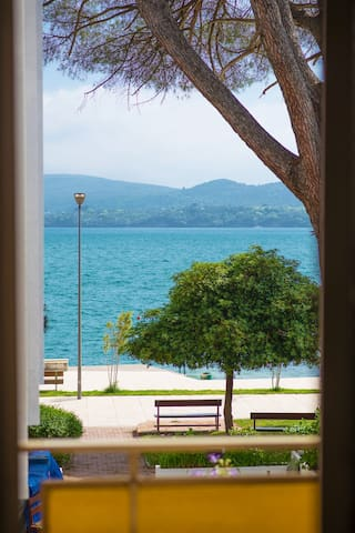 BEACHFRONT - Private Double Room with Sea View - Tivat - Aamiaismajoitus