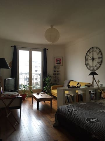 nice flat in paris for 2 personnes appartements louer paris 20e arrondissement le de. Black Bedroom Furniture Sets. Home Design Ideas