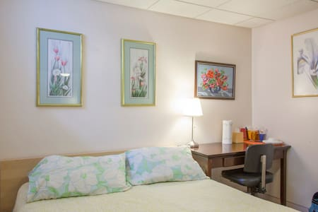 Quiet Room -Heart of Squirrel Hill - Pittsburgh