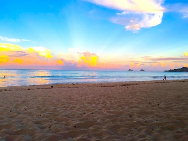 ★2 Blocks to Beach★ Kailua Beach Aloha Cottage