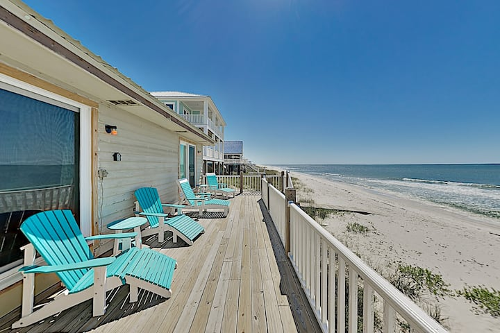 Sun Kissed East: Beachfront Retreat w/ Sunny Deck
