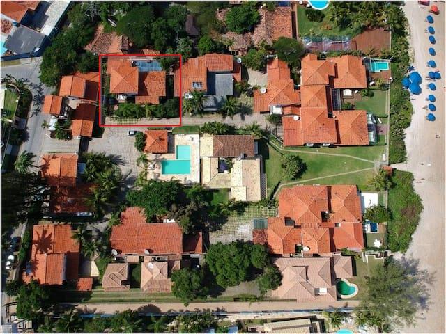 Condominio visto do alto, com a casa 9 identificada no quadrado vermelho
