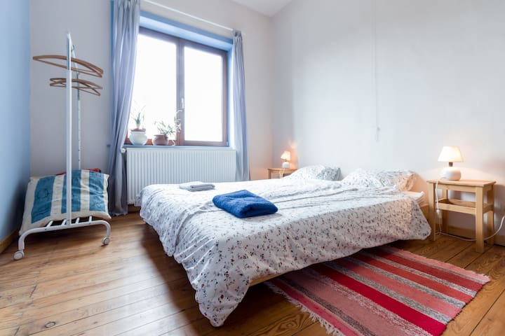 Bright and cosy room 4km from city center