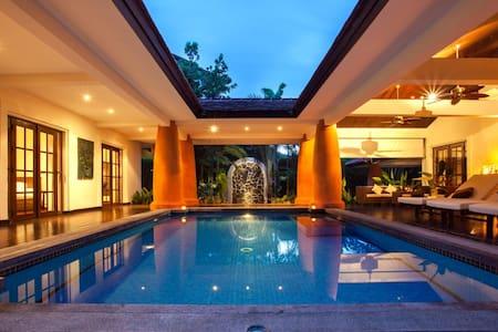 Stunning Balinese villa with pool - Tambon Nong Kae - Villa