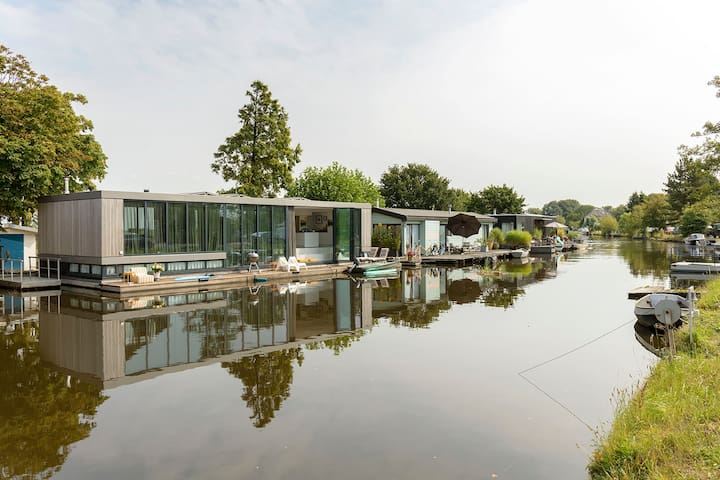 """Amsterdam area. Houseboat """"Heart of Glass""""."""