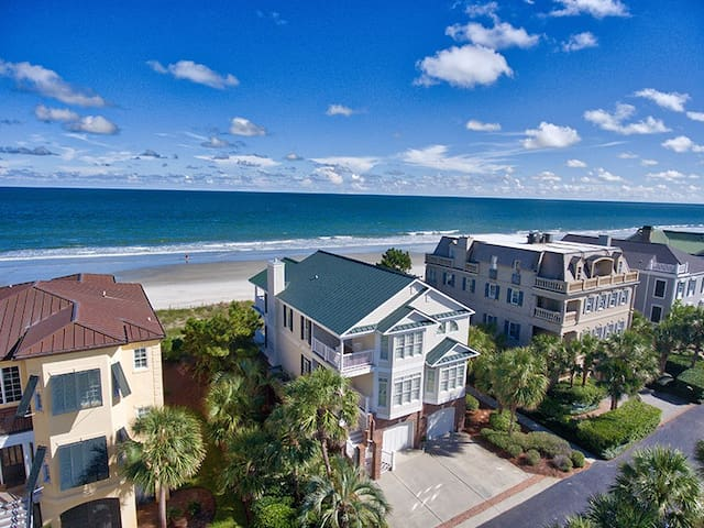 Always Dreamin- Relaxed Luxury Oceanfront, in Gated Community, Home across from the POOL!!!