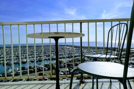 Am Mittelmeer, gr 2-Zi-Wohnung mit Meerblick