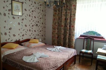 Villa Almira | Pokój 2-osobowy w Polanicy-Zdroju - Polanica-Zdrój
