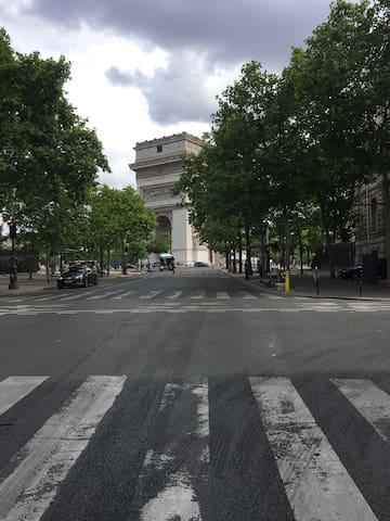 Studio à deux pas de l'Arc de Triomphe