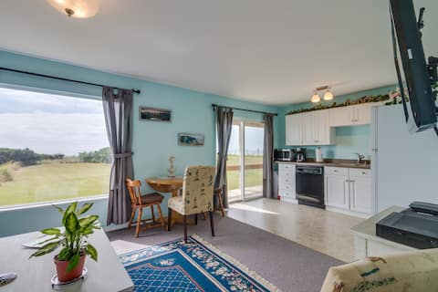 Highly rated beachfront duplex with wifi & full kitchen