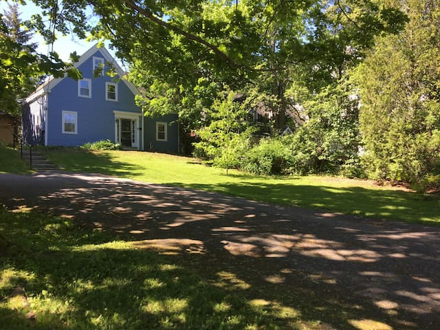 Charming 4-bedroom 1853 home near Rockport Harbor