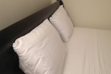 Furnished Private Bedroom w/Queen bed (Rm. 2) - Stafford - Townhouse