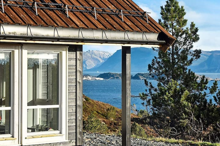 6 person holiday home in Kalvåg