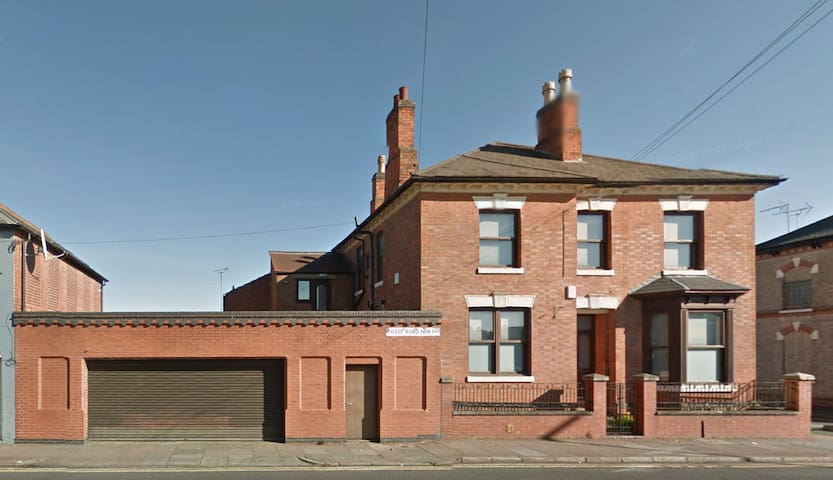 Large 7 Bed Detached House with Secure Parking - Leicester - House