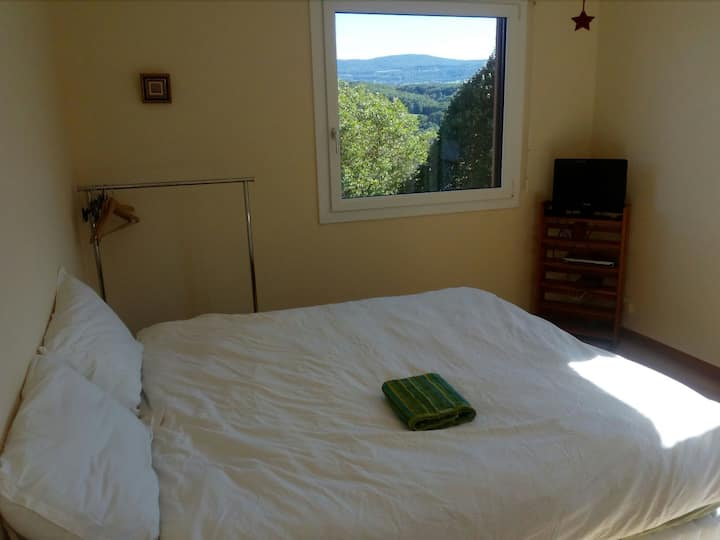 Spacious bedroom close to Genève and nature