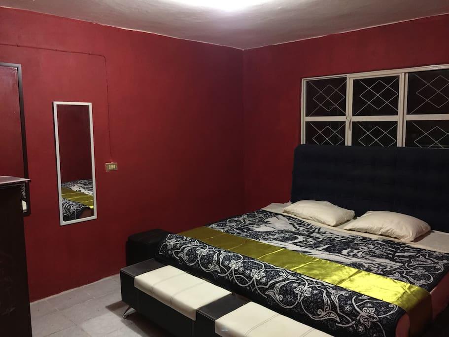 Habitación A. Se puede rentar por separado, favor de buscar en nuestros espacios anunciados