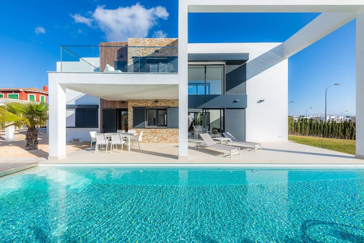 With Contemporary Architecture and Long Pool - Finca Sofie