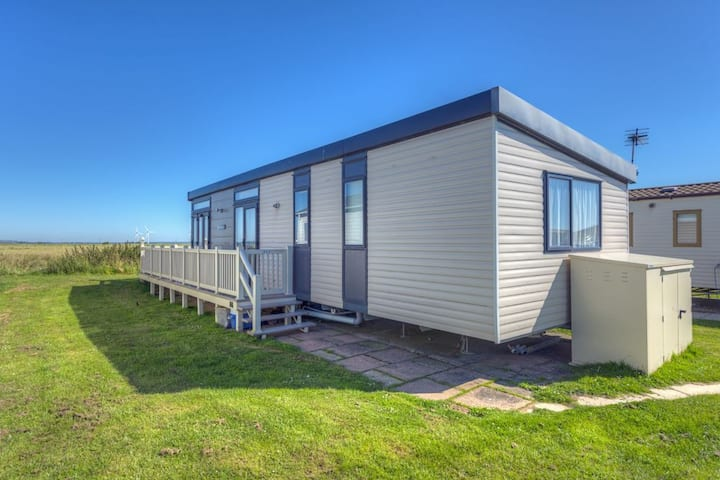 MP502 - Camber Sands Holiday Park - Sleeps 6 + Small Dog - Gated Decking - Amazing Marsh Views