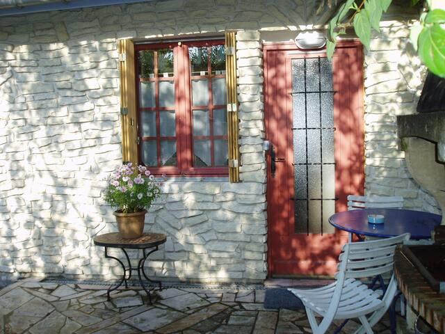Studio calme avec terrasse