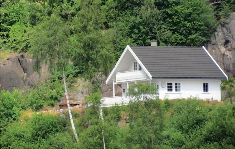 Holiday cottage with 3 bedrooms on 95 m² in Fister