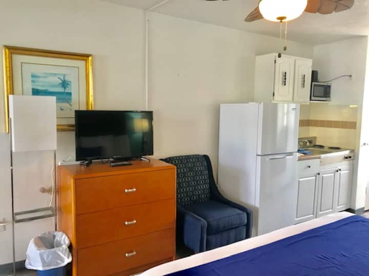 King Suite Across From Beach Access