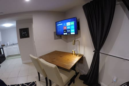 Charming Private Guest House - Newly Renovated - Tampa - House - 2