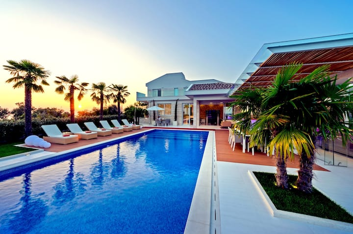 Luxury Villa, close to the Zrce Beach