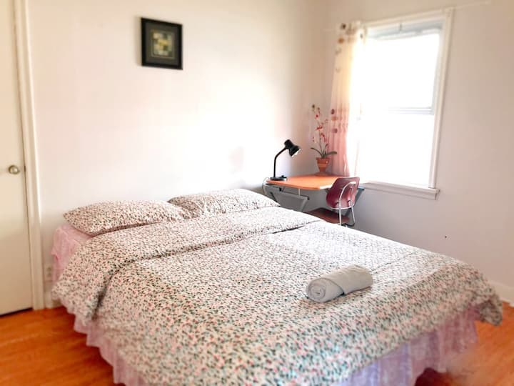 Comfortable Private Room Close to Universities