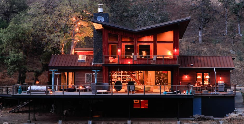 Modern Luxury Riverfront Cabin - Three Rivers - Rumah